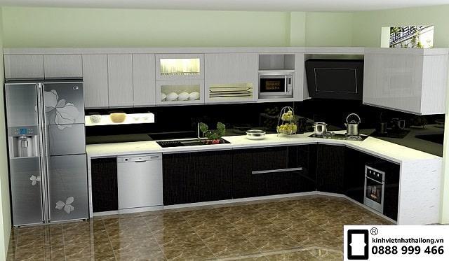 Kính ốp bếp màu đen kim sa mẫu 5