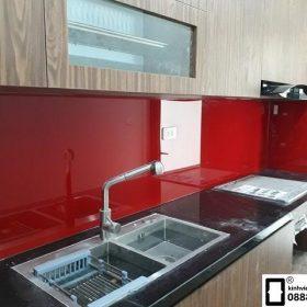 Kính ốp bếp màu đỏ tươi mẫu 2