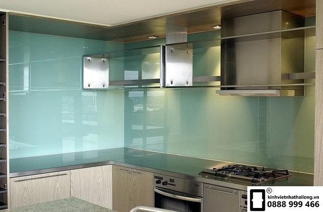 Kính ốp bếp màu trắng xanh mẫu 3