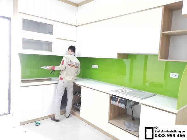 Kính ốp bếp màu xanh non mẫu 3