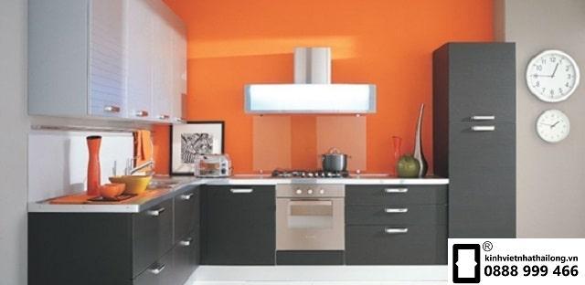 Kính ốp bếp màu cam mẫu 1
