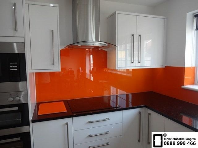Kính ốp bếp màu cam mẫu 2