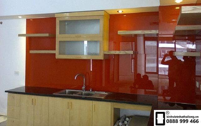 Kính ốp bếp màu cam mẫu 3