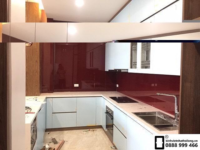 Kính ốp bếp màu đỏ rubi mẫu 13