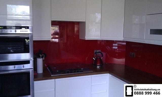 Kính ốp bếp màu đỏ rubi mẫu 14