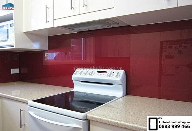 Kính ốp bếp màu đỏ rubi mẫu 15