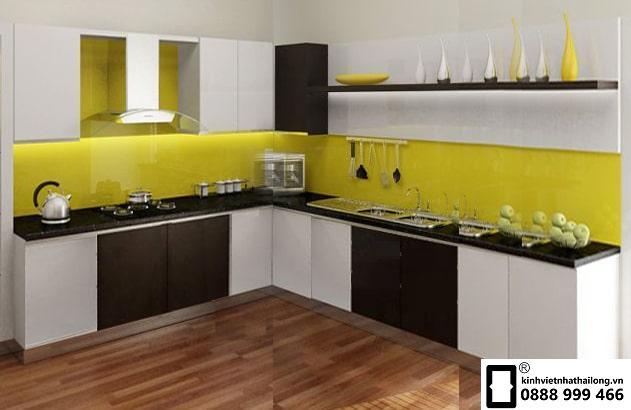 Kính ốp bếp màu vàng chanh mẫu 3