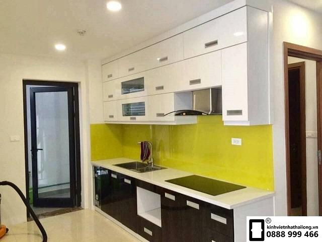 Kính ốp bếp màu vàng chanh mẫu 4
