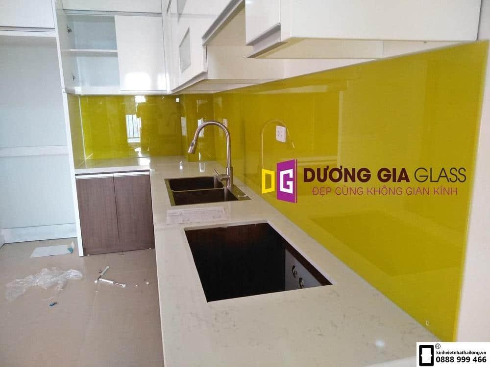 Kính ốp bếp màu vàng chanh mẫu 6