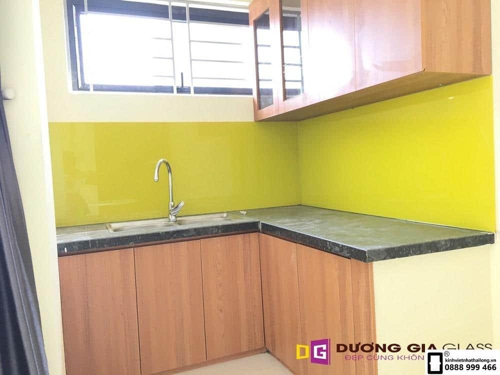 Kính ốp bếp màu vàng chanh mẫu 9