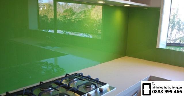 Kính ốp bếp màu xanh cốm mẫu 3