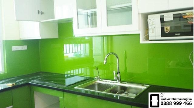 Kính ốp bếp màu xanh cốm mẫu 4