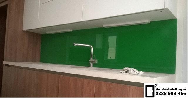 Kính ốp bếp màu xanh lá mẫu 3