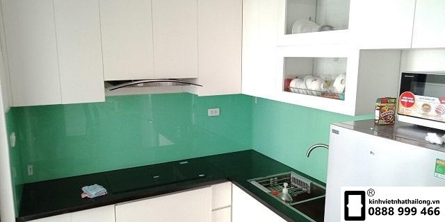 Kính ốp bếp maud xanh ngọc mẫu 1