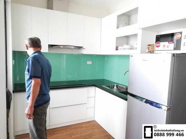Kính ốp bếp màu xanh ngọc mẫu 2