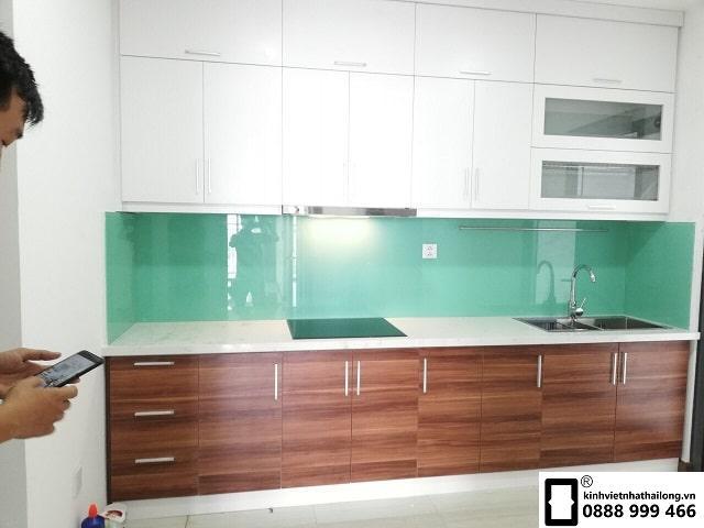 Kính ốp bếp màu xanh ngọc mẫu 3