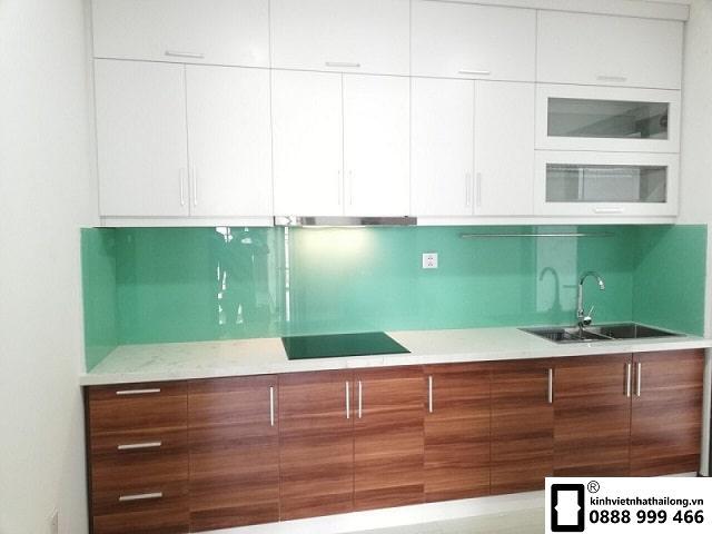 Kính ốp bếp màu xanh ngọc mẫu 4
