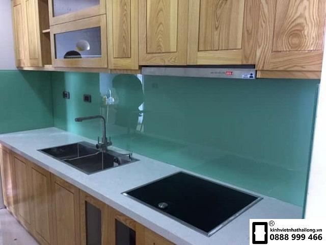 Kính ốp bếp màu xanh ngọc mẫu 6