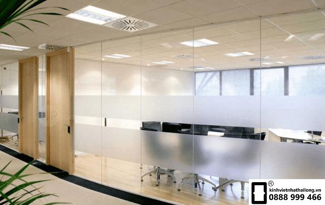 Vách kính văn phòng đẹp mẫu 3