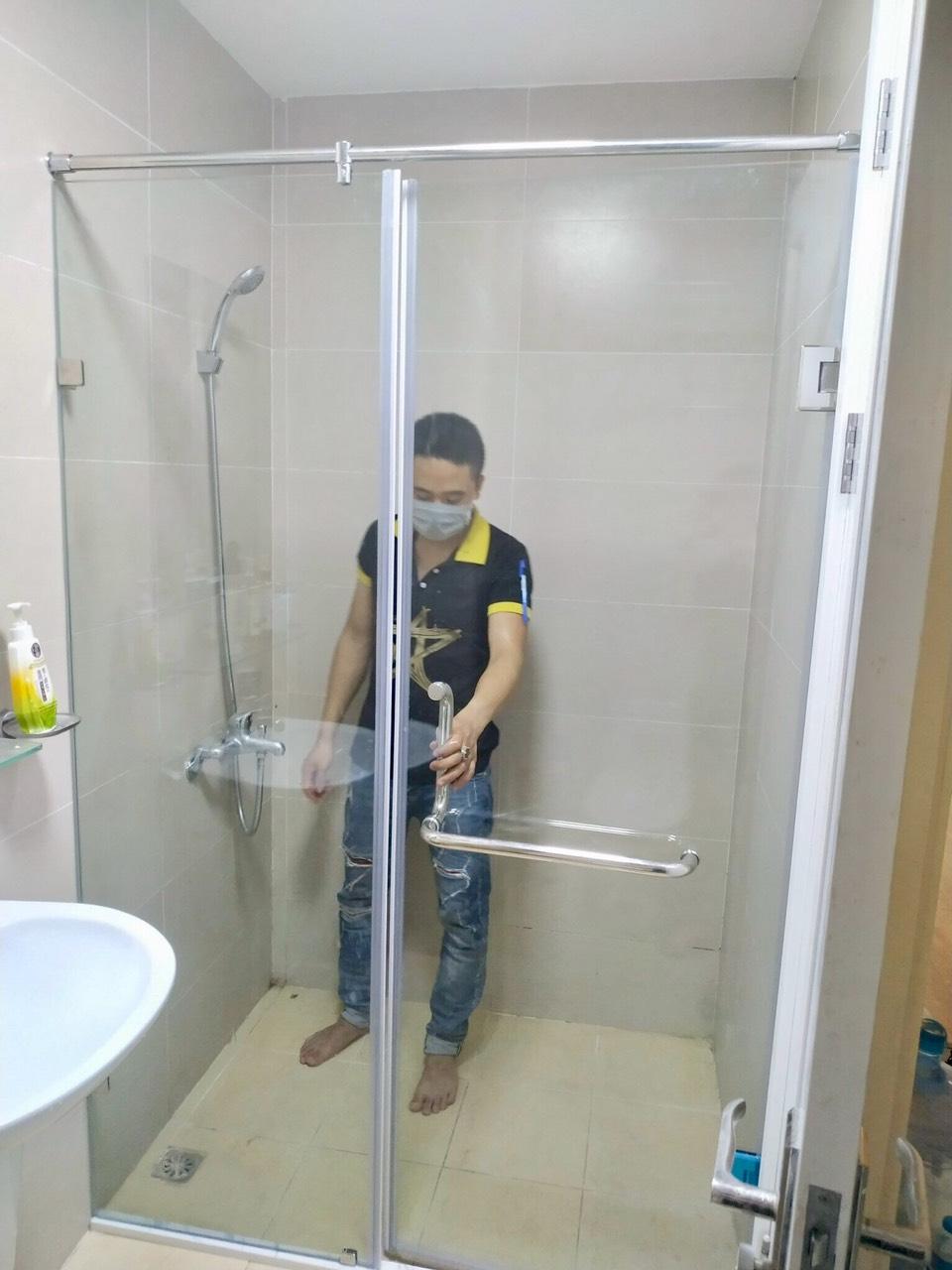 vách kính nhà tắm mang lại an toàn cho người dùng