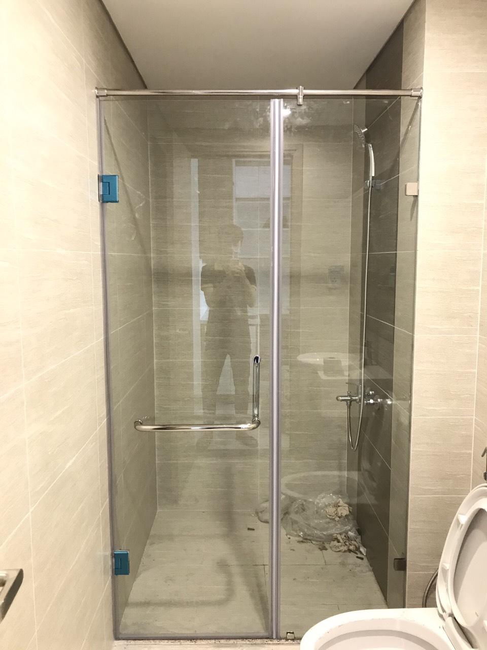 vách kính nhà tắm tiết kiệm không gian
