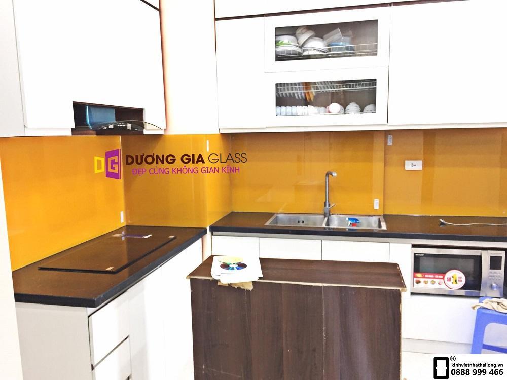 Kính ốp bếp màu cam mẫu 8