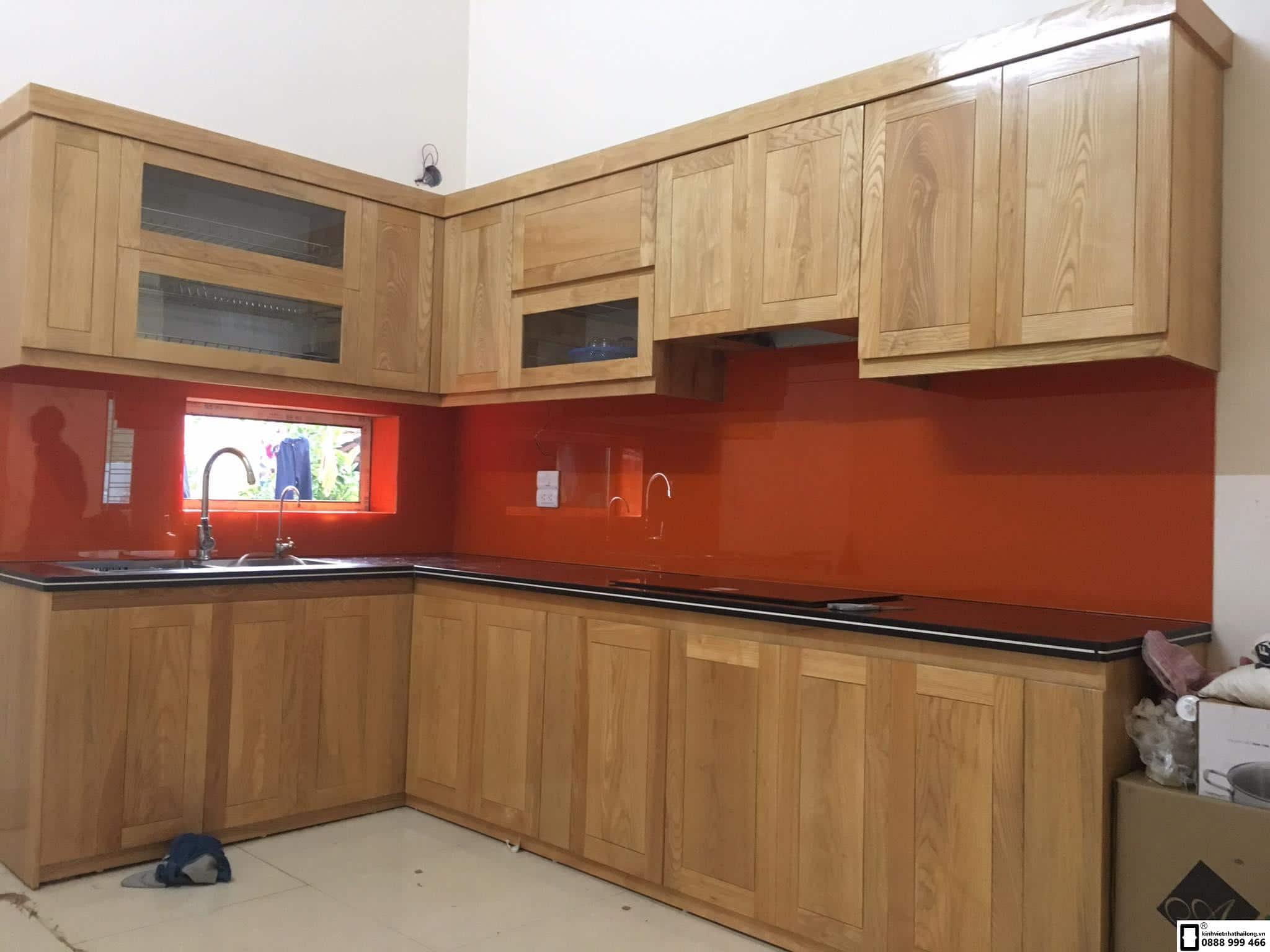 Kính ốp bếp màu đỏ cam mẫu 6