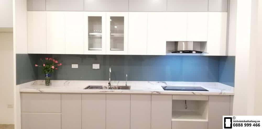 Kính ốp bếp màu ghi mẫu 1