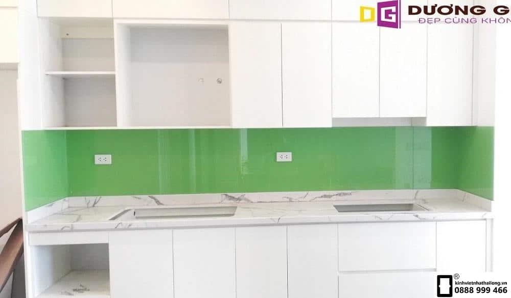 Kính ốp bếp màu xanh cốm mẫu 6