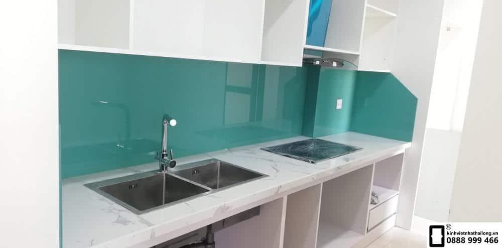 Kính ốp bếp màu xanh ngọc mẫu 10