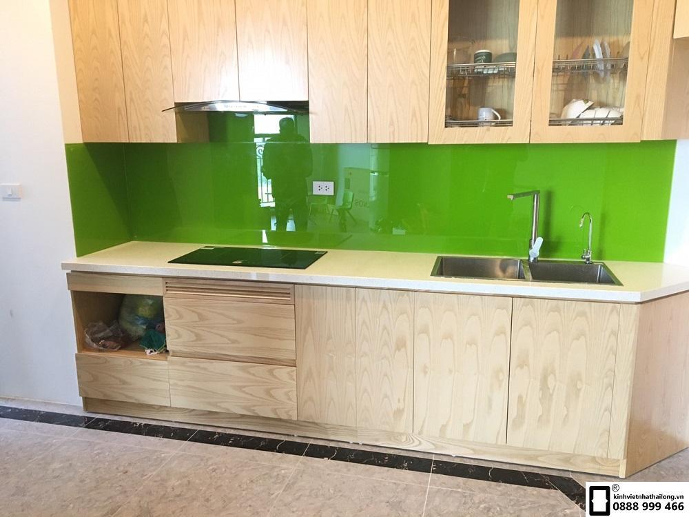 Kính ốp bếp màu xanh non mẫu 8