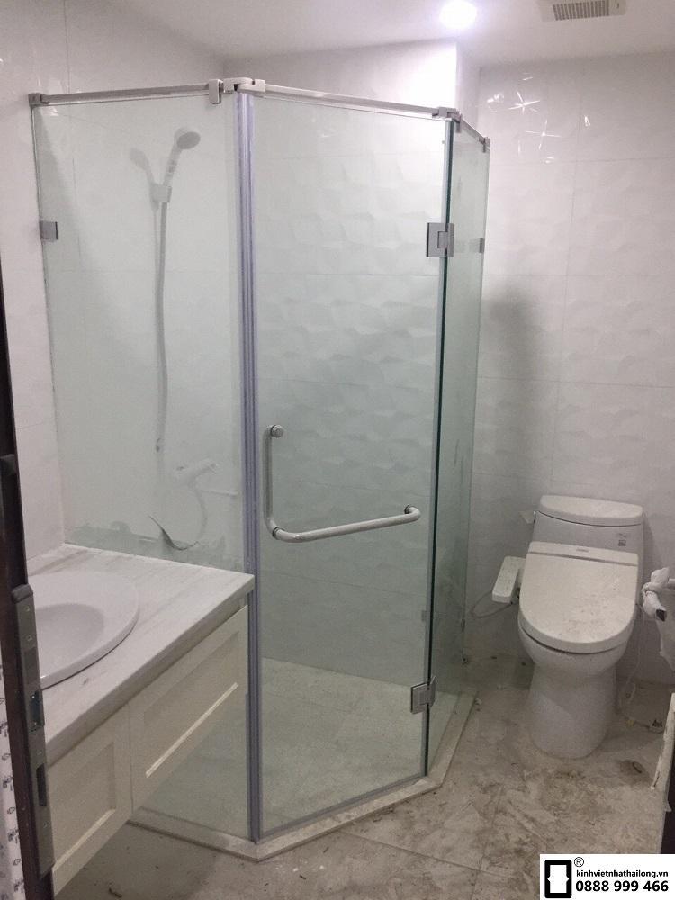Phòng tắm kính vát góc