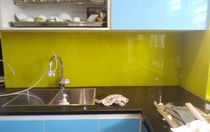Kính ốp bếp màu vàng