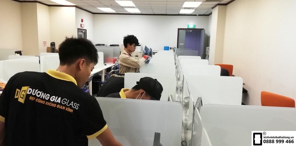 Vách ngăn bàn làm việc mẫu 11