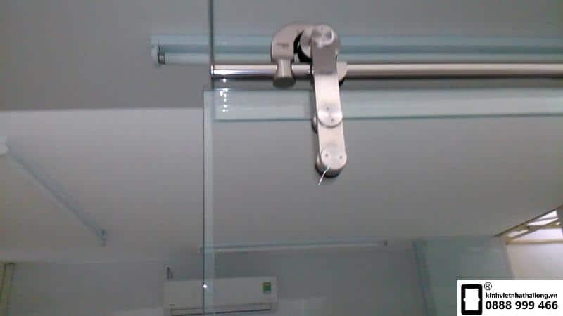 Cửa lùa kính cường lực ray treo