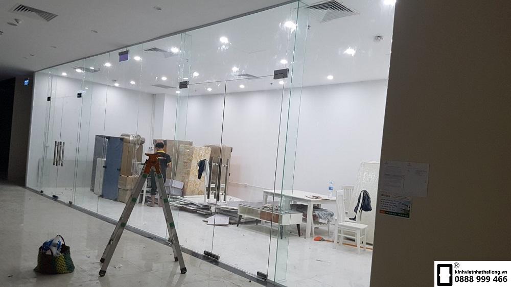 Vách kính văn phòng 7