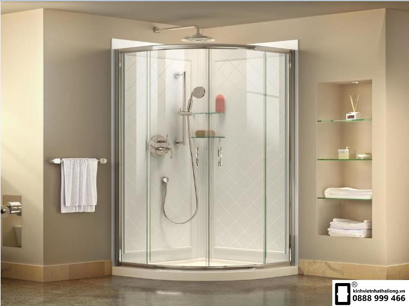 vách kính nhà tắm trắng trơn