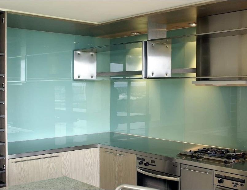 Kính ốp bếp sử dụng kính dán an toàn