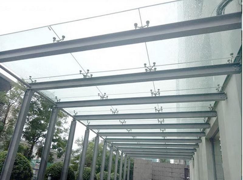 Mái che kính sử dụng kính an toàn 2 lớp Việt Nhật