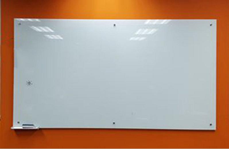 Bảng kính an toàn dùng phim dán màu trắng