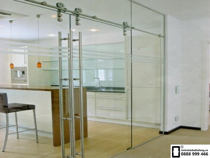 Cửa sử dụng vật liệu kính an toàn 2 lớp
