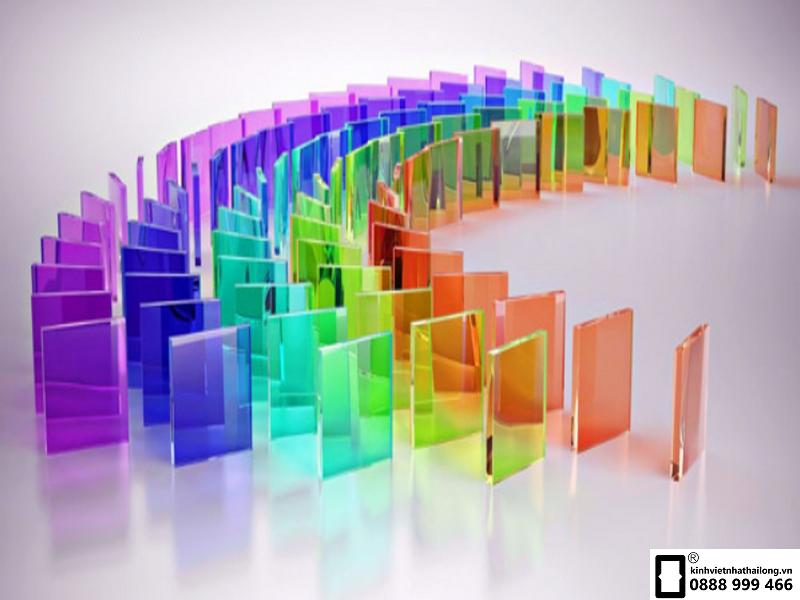 Sự đa dạng màu sắc kính