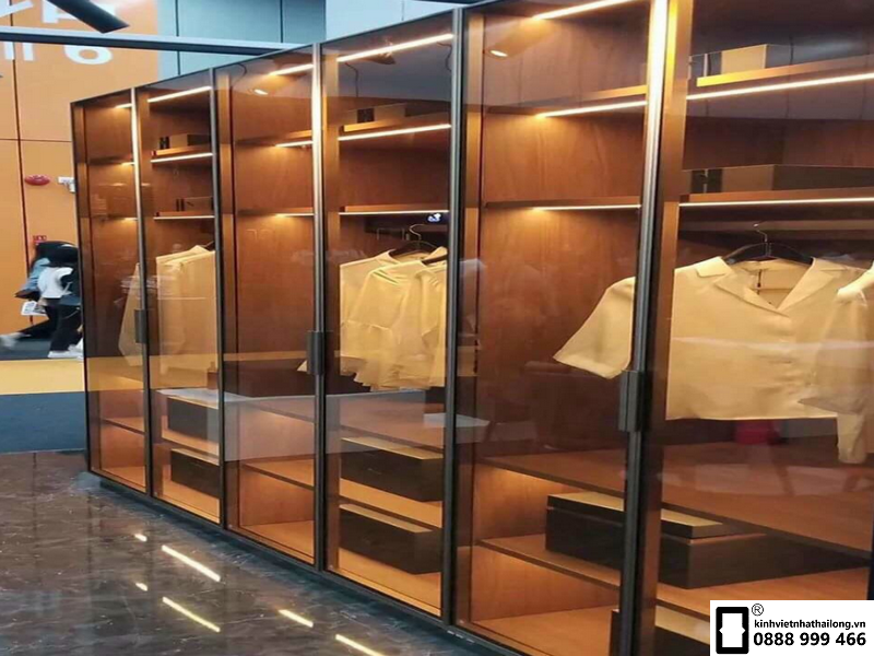 Vách tủ quần áo từ kính