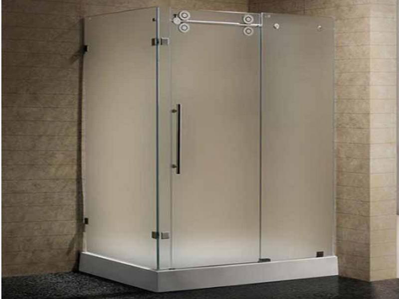 vách kính nhà tắm mờ tạo sự riêng tư kín đáo cho người dùng