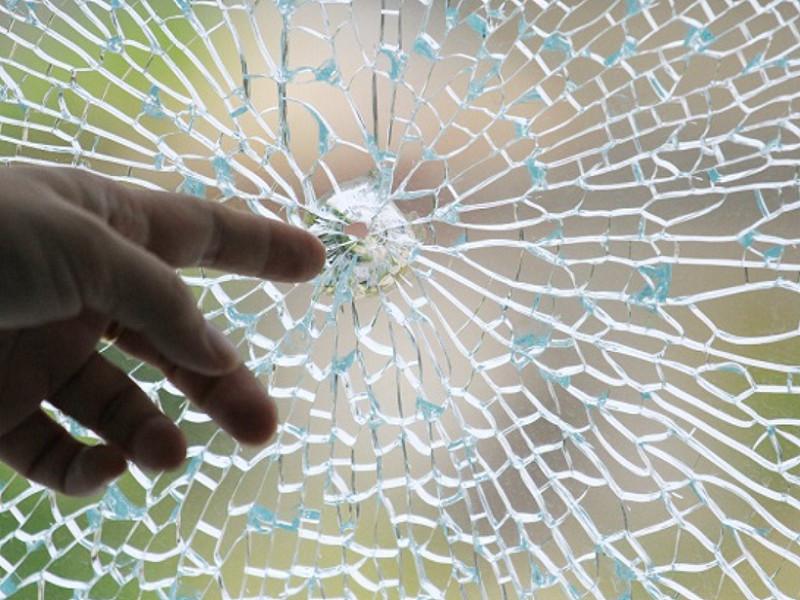 Cửa Kính Cường Lực Có Dễ Vỡ Bị Không? Nguyên nhân và cách xử lý an toàn nhất