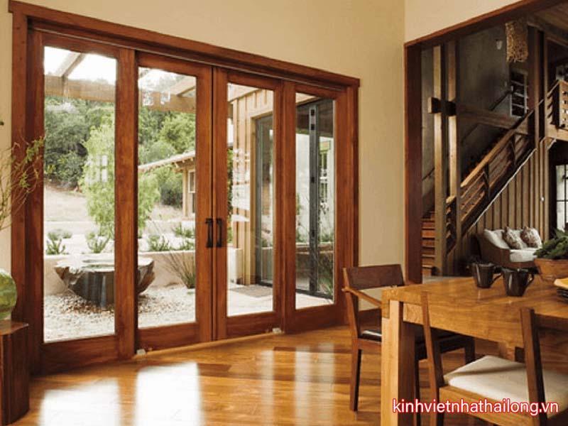 Có nên lắp cửa kính cường lực khung gỗ không?
