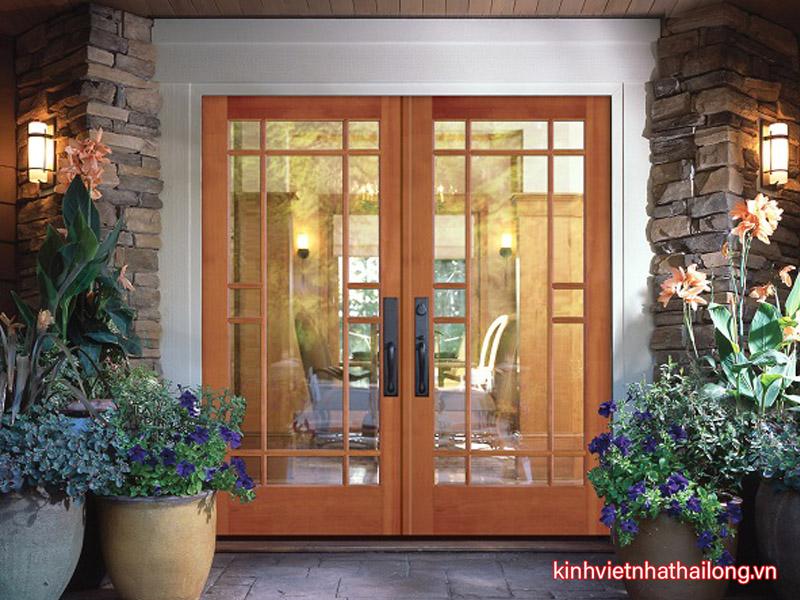 Bật mí cách bảo quản cửa kính cường lực khung gỗ tại nhà