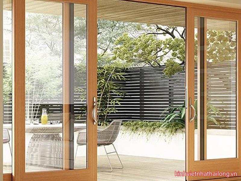 Những lưu ý cần biết khi chọn cửa kính cường lực khung gỗ