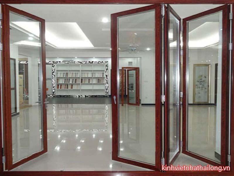 Cửa kính cường lực khung gỗ là loại cửa như thế nào?