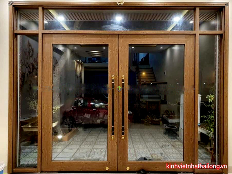 Cửa kính cường lực khung nhôm là gì? Cấu tạo cửa nhôm kính